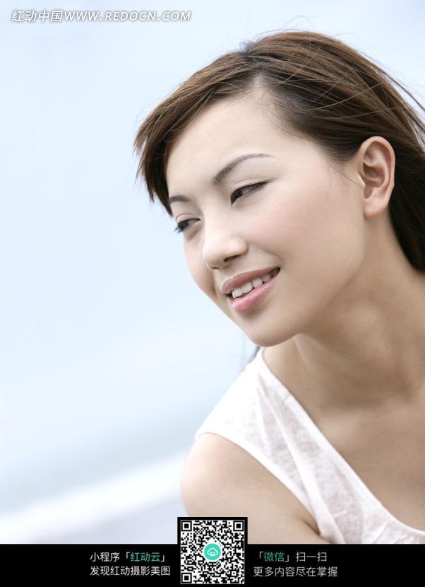 享受微风的美女图片 女性女人图片