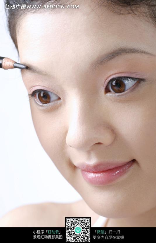 画眼线的美女图片 女性女人图片