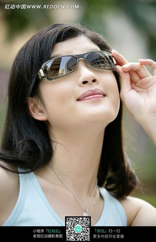 戴墨镜的美女图片 女性女人图片