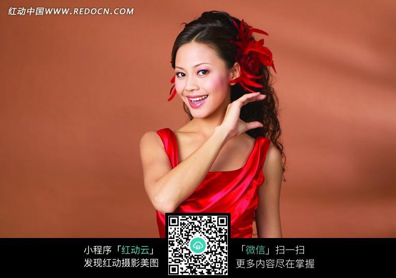 漂亮的红衣美女图片 新人情侣图片