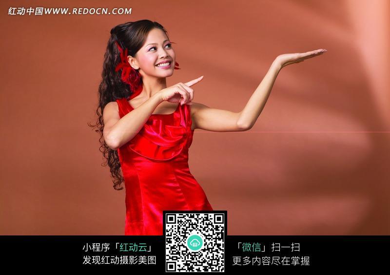 美丽的红衣美女图片