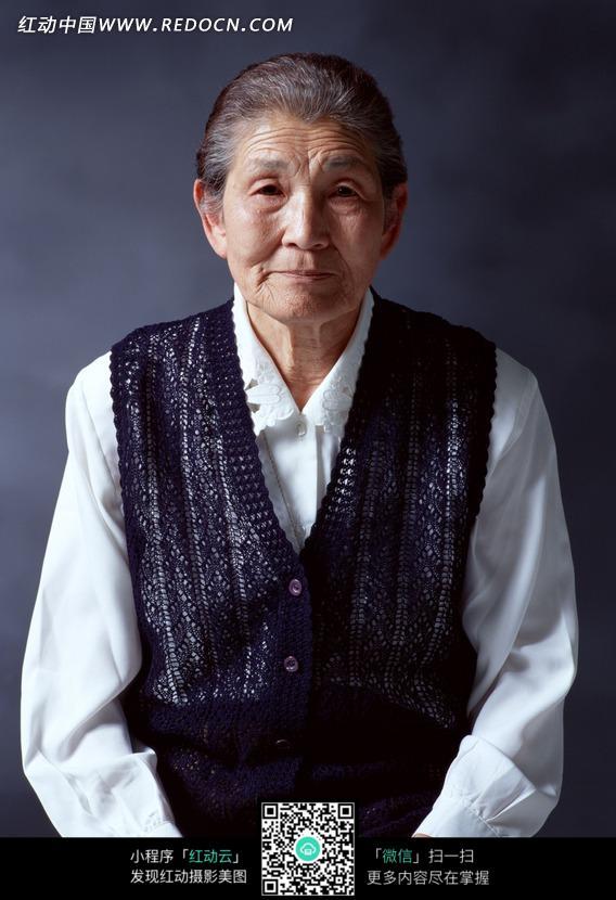 安静慈祥的老奶奶正面像图片_老年人物图片