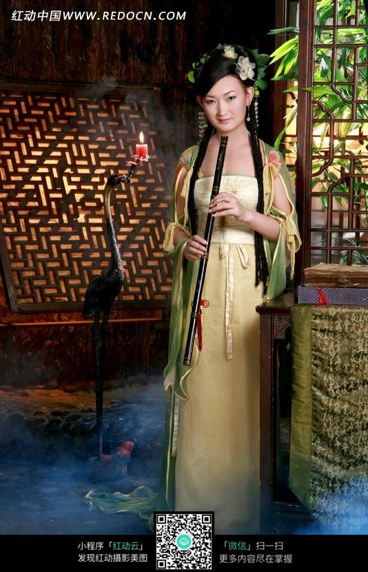 拿着人物的古装美女图片-笛子图片素材|图片库|人体下载(编号:1032857)图库泰国美女图片