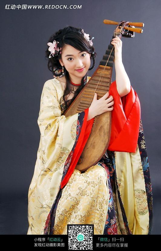 抱着琵琶的古装美女图片 1032821