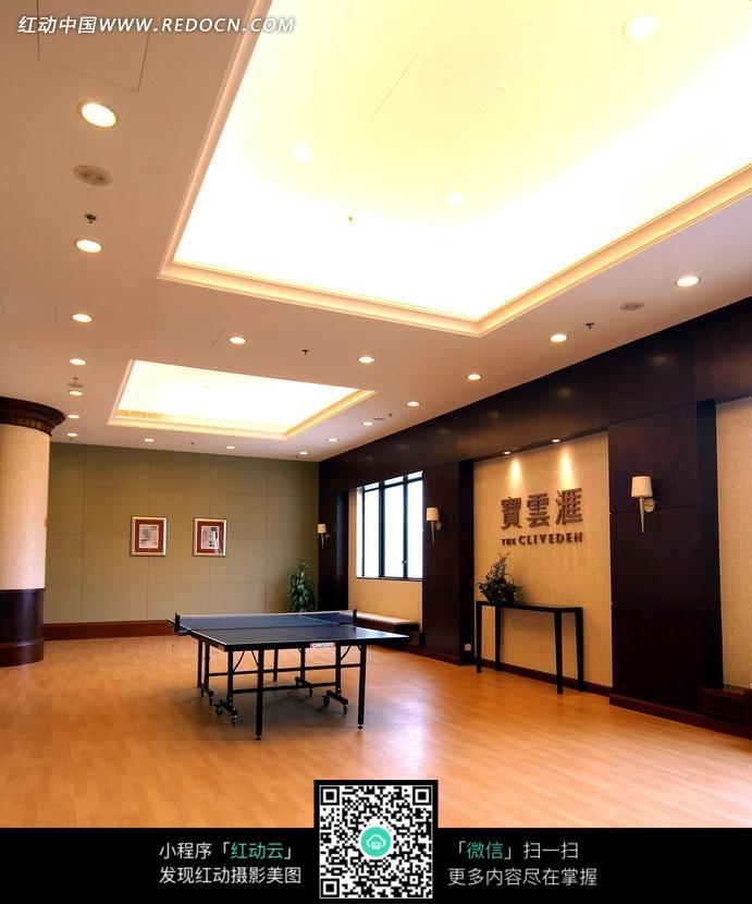 室内乒乓球运动场图片