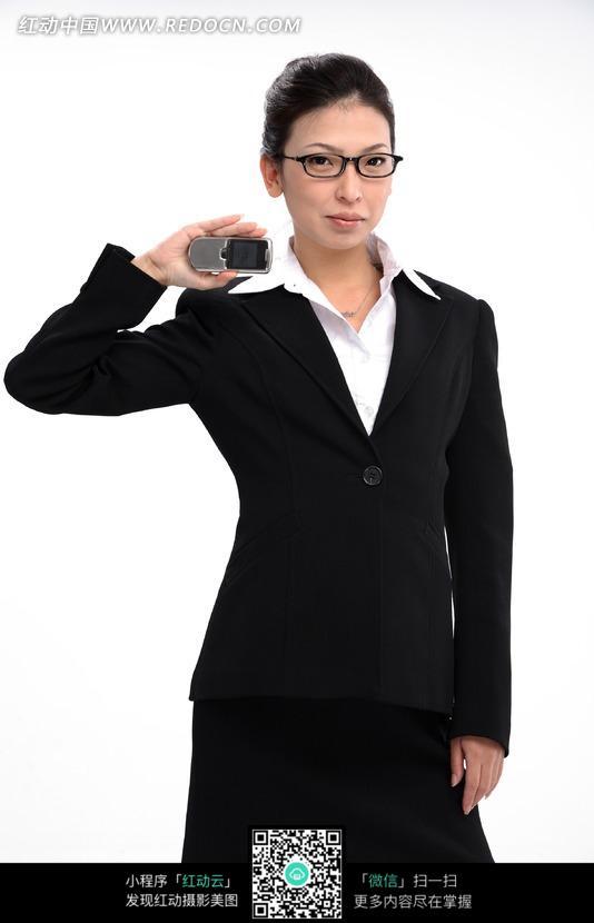 免费素材 图片素材 人物图片 职业人物 黑色西装拿着手机的女人  请您