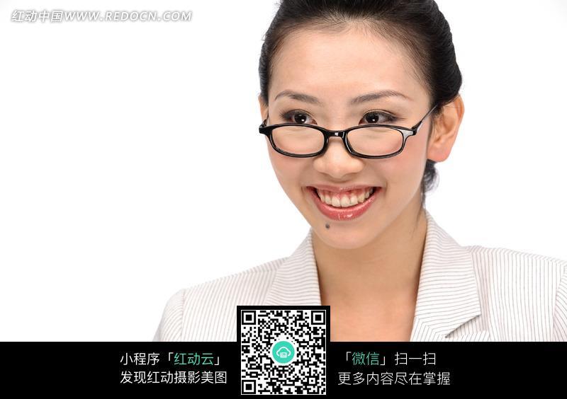 黑框眼镜美女生活照