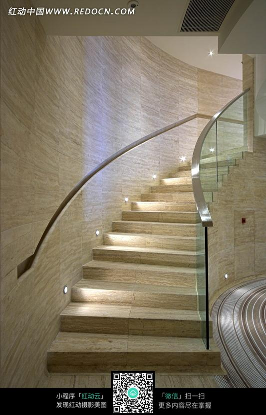 通向楼上的玻璃扶手旋转楼梯图片