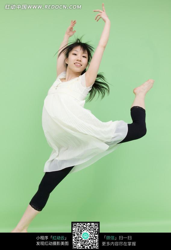 芭蕾舞者背影手绘