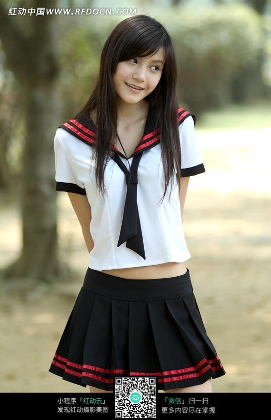 可爱清纯的校服女孩图片 竖