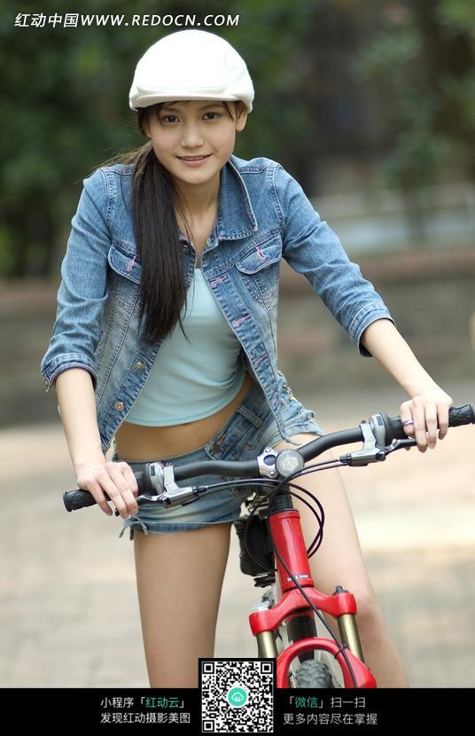 骑着自行车的清纯女孩图片 人物图片素材|图片