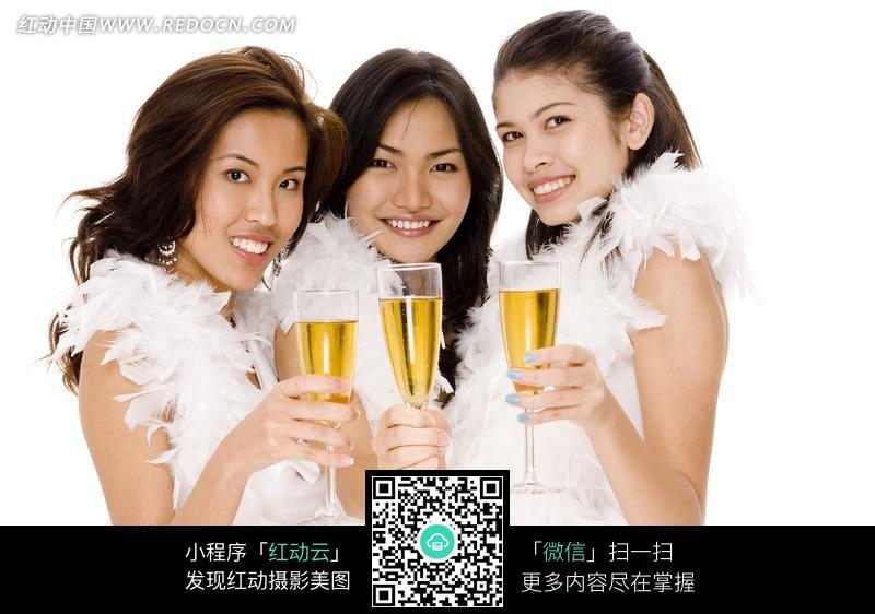 举着酒杯的美女图片_女性女人图片图片