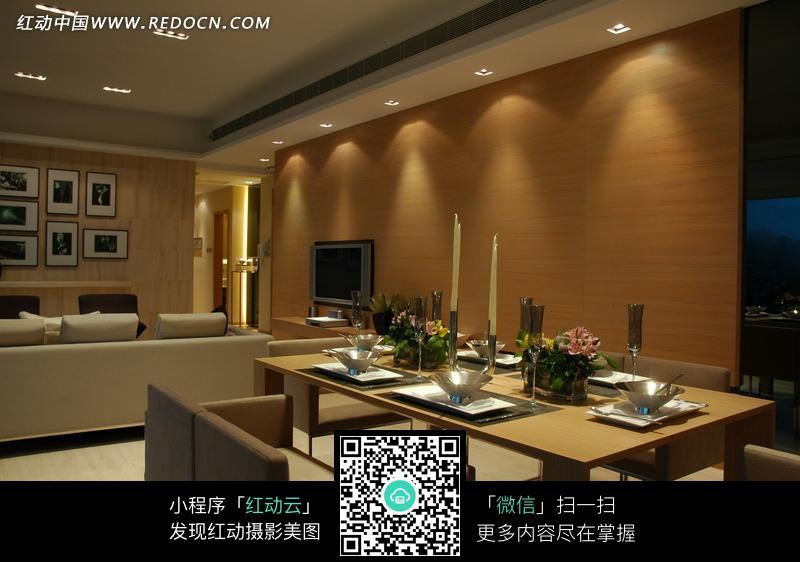 餐厅区到客厅电视墙侧向装饰效果图片