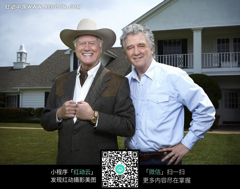 两个微笑的外国中年男人图片