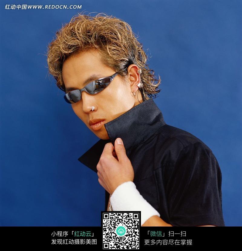 戴眼镜的帅哥图片