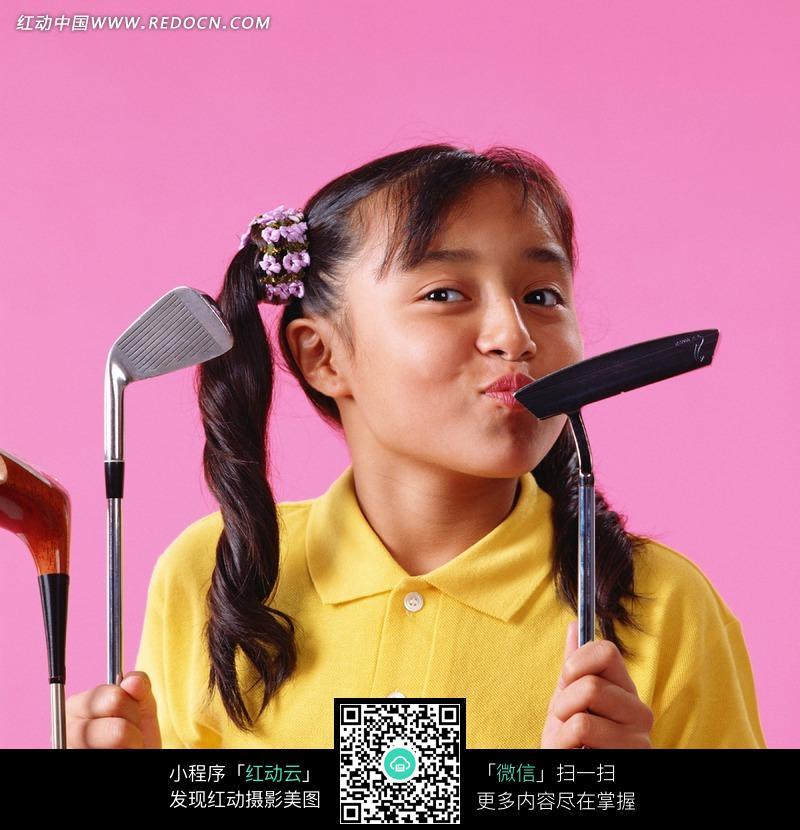 棕色美女亲吻高尔夫杆的图片 儿童幼儿图片