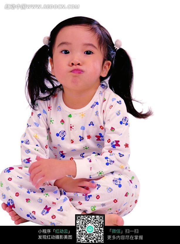 女孩 儿童 嘟嘴 可爱 盘腿 天真 活泼 儿童图片 儿童照片 人物素材