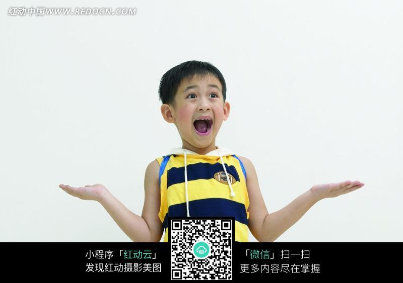免费素材 图片素材 人物图片 儿童幼儿 双手摊开张大嘴巴的小男孩  请
