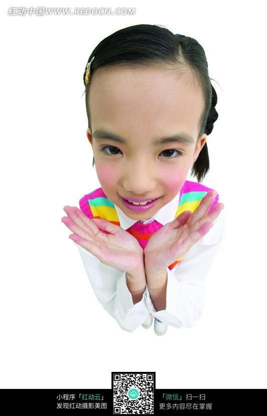 素材下载 图片素材 人物图片 儿童幼儿 > 双手托着头的小女孩俯视特写
