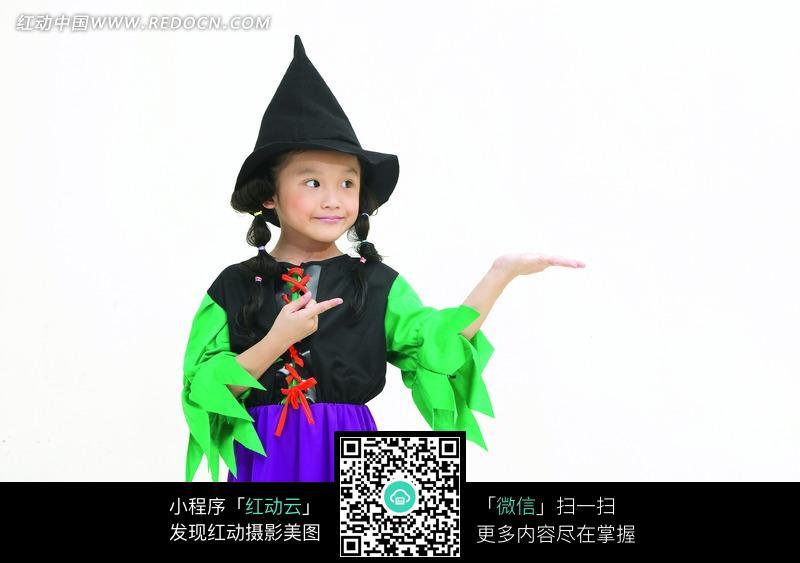 打扮成魔法师的女孩图片素材图片