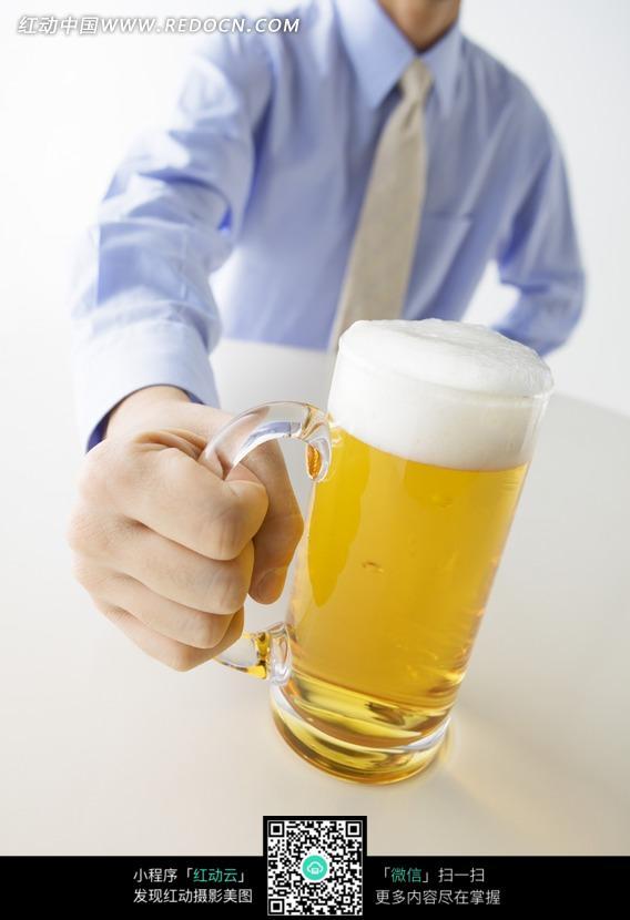 手拿着的啤酒杯图片免费下载 红动网