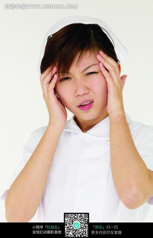 头不舒服_双头捧头表情不舒服的女护士图片_职业人物图