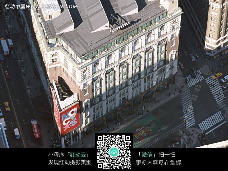 一幢欧式建筑物的俯拍图片