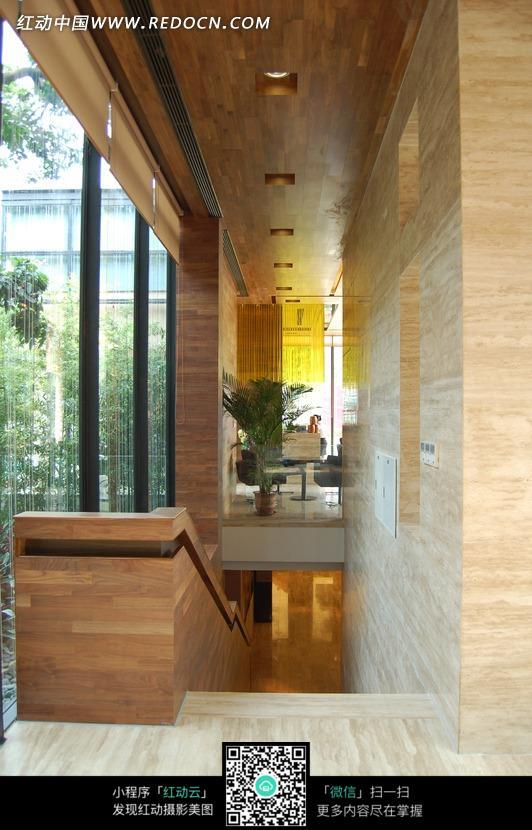 别墅楼梯口设计图片