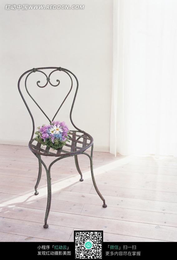简约浪漫的铁艺椅子图片_花草树木图片