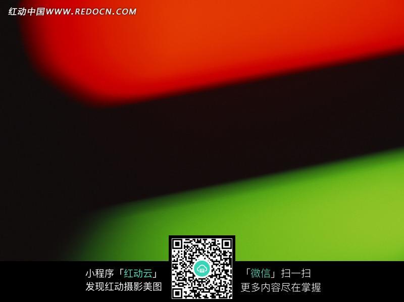 红绿图案黑色背景图片