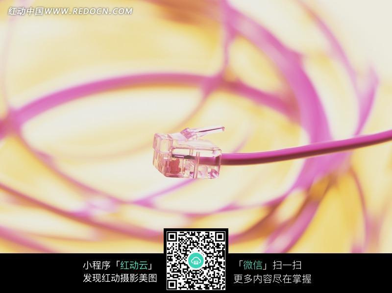水晶头和粉色网线图片