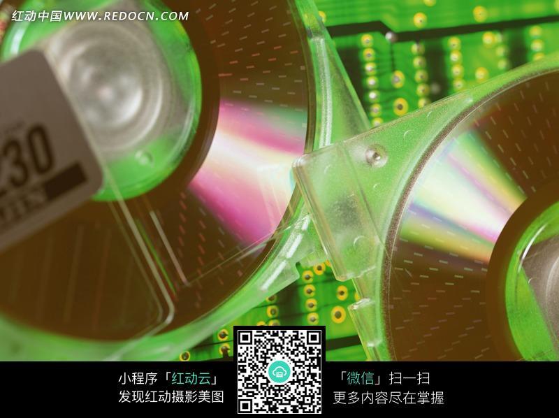绿色电路板上面的光盘图片