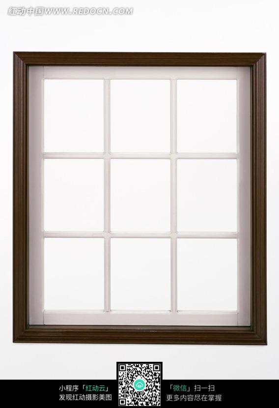 方形田字形木制窗户图片