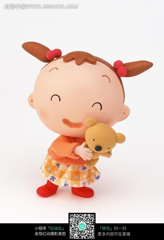 抱着玩具熊的女孩图片