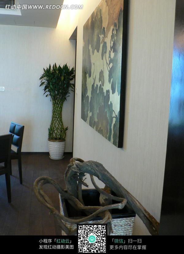 免费素材 图片素材 环境居住 室内设计 隔墙桂画墙饰侧方向的装修效果