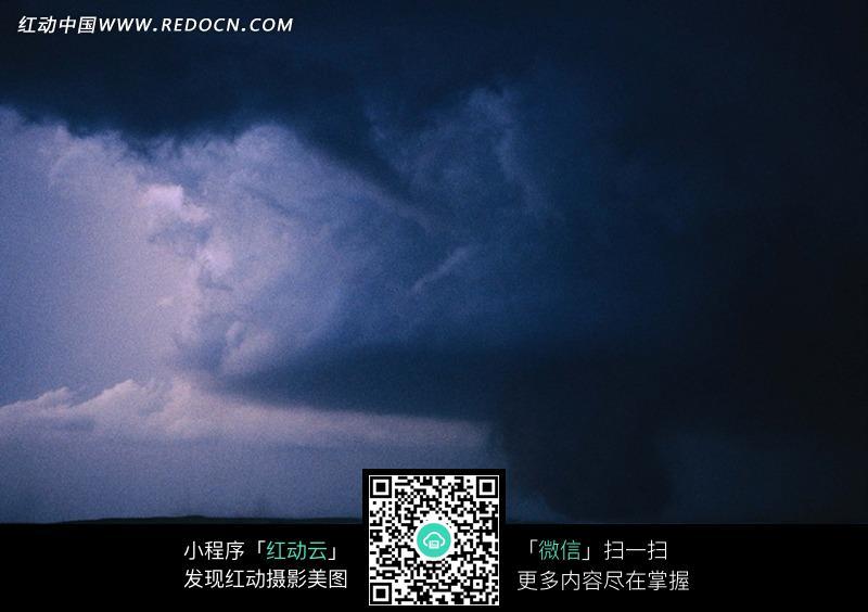 乌云密布的天空图片图片
