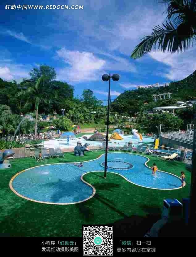 公园 游泳池 绿地 树木 照明灯 夏天 摄影图片 图片素材  自然风光