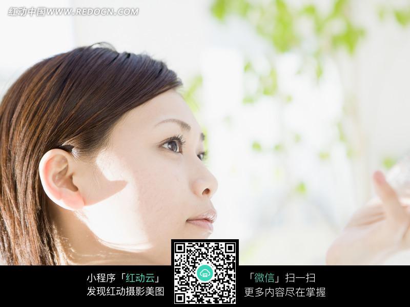 短发美女侧脸图片_女性女人图片