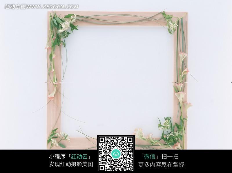 花卉装饰的木制相框图片