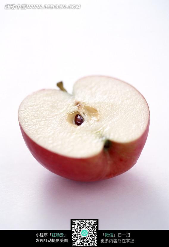 切开一半的红苹果图片图片