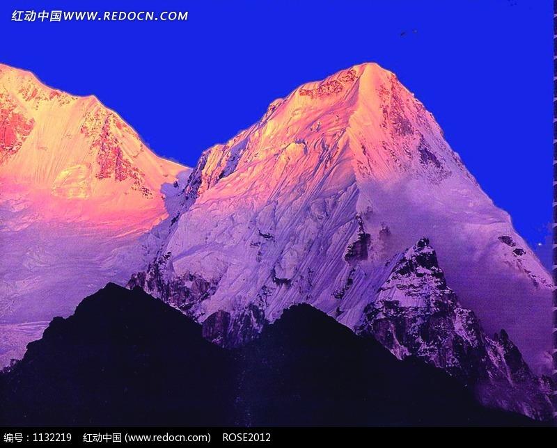 风景精美素材免费下载,您当前访问素材主题是阳光照射下的雪山山顶