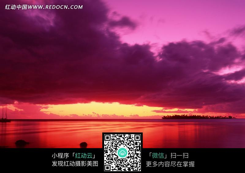 火红色晚霞和染红的海面_自然风景图片