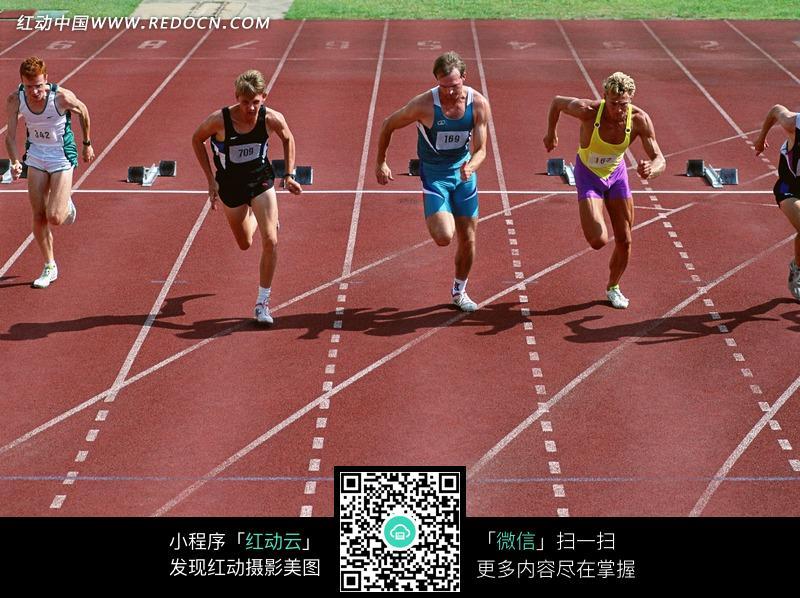 高清偷拍泳装商城的更衣室性粉嫩的女孩138mbmp42501vv_在赛道上奔跑的运动员