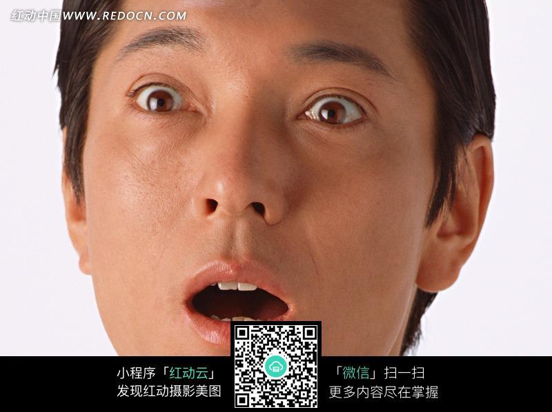 惊讶表情的男人的脸部特写图片