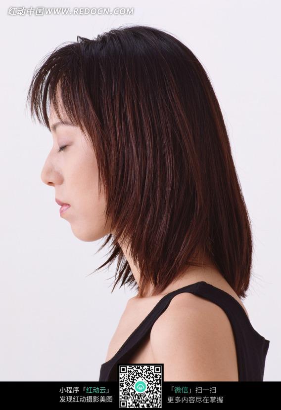 穿黑色背心的美女侧面图片 人物图片素材|图片