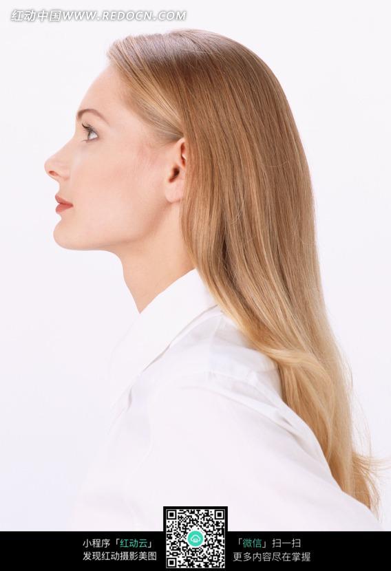 外国金发美女侧面图片