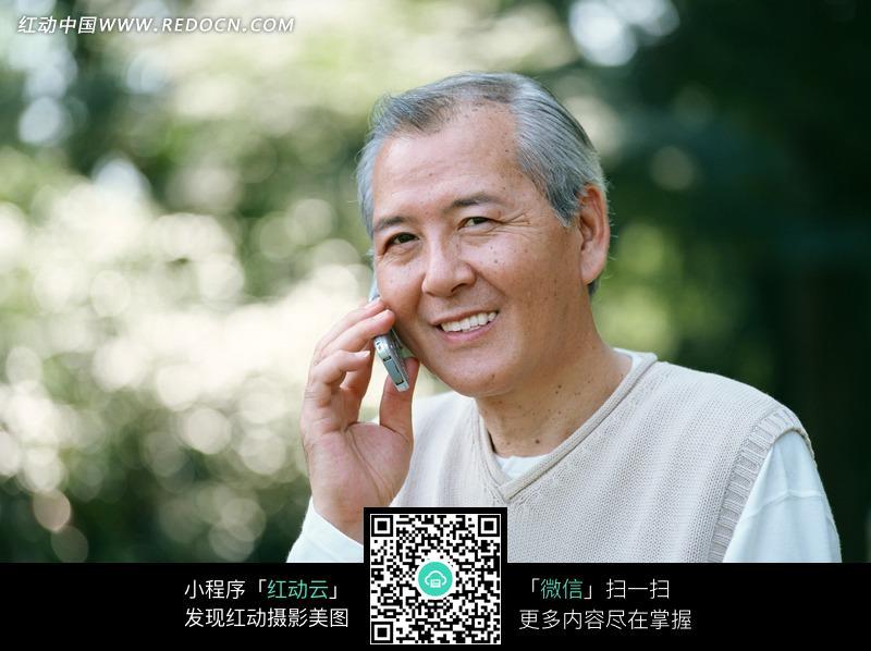 打电话的男人图片_日常生活图片