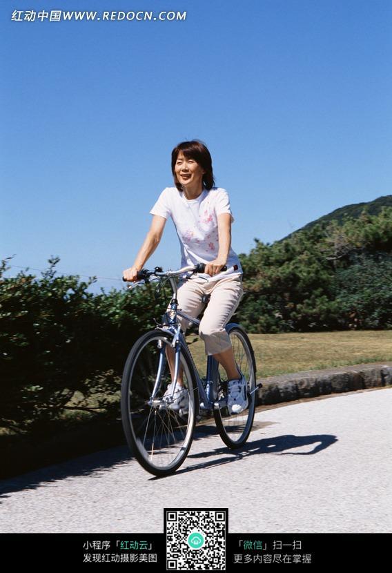 日本女王骑脖子_骑女人身上玩_男人玩女人_男人玩女人视频_日本人玩死女人图片 ...