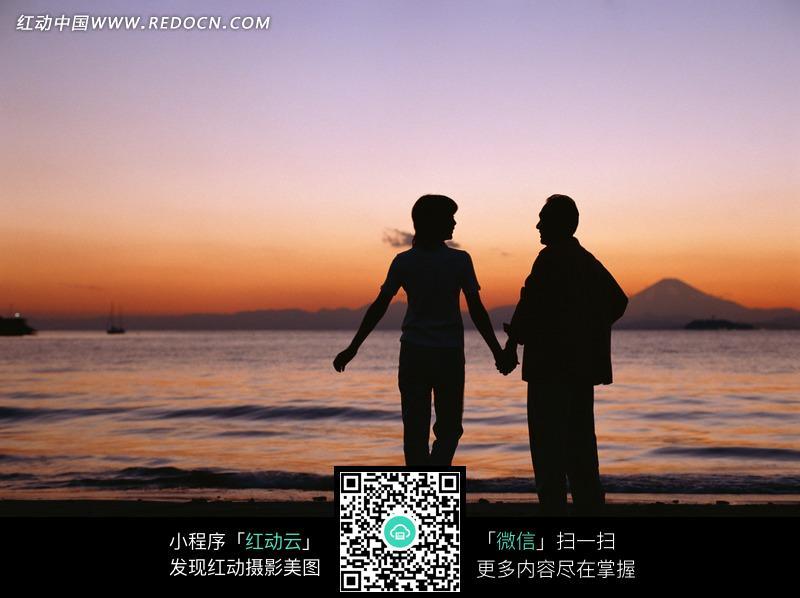 找一张老夫妻牵手的图片(唯美一点)愿得一人心,白首不相离.怎么