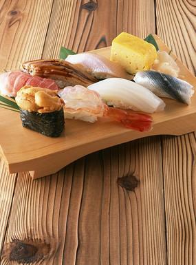 案板上可口美彭泽的寿司